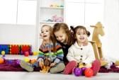 21495666-enfants-jouant-dans-la-chambre